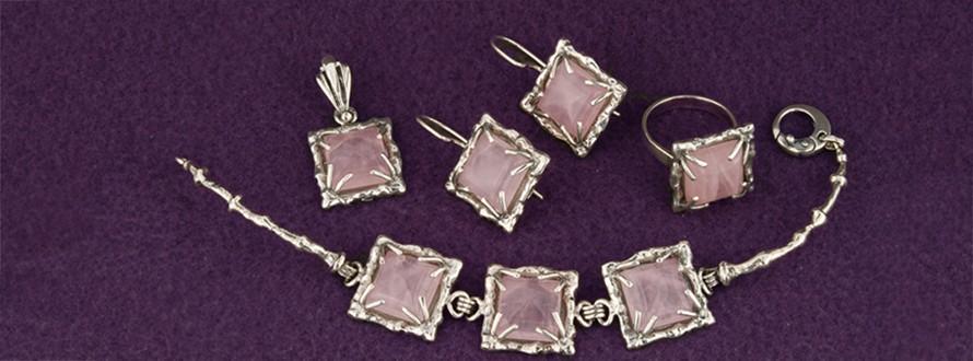 обеци, гривна и медальон с розов кварц